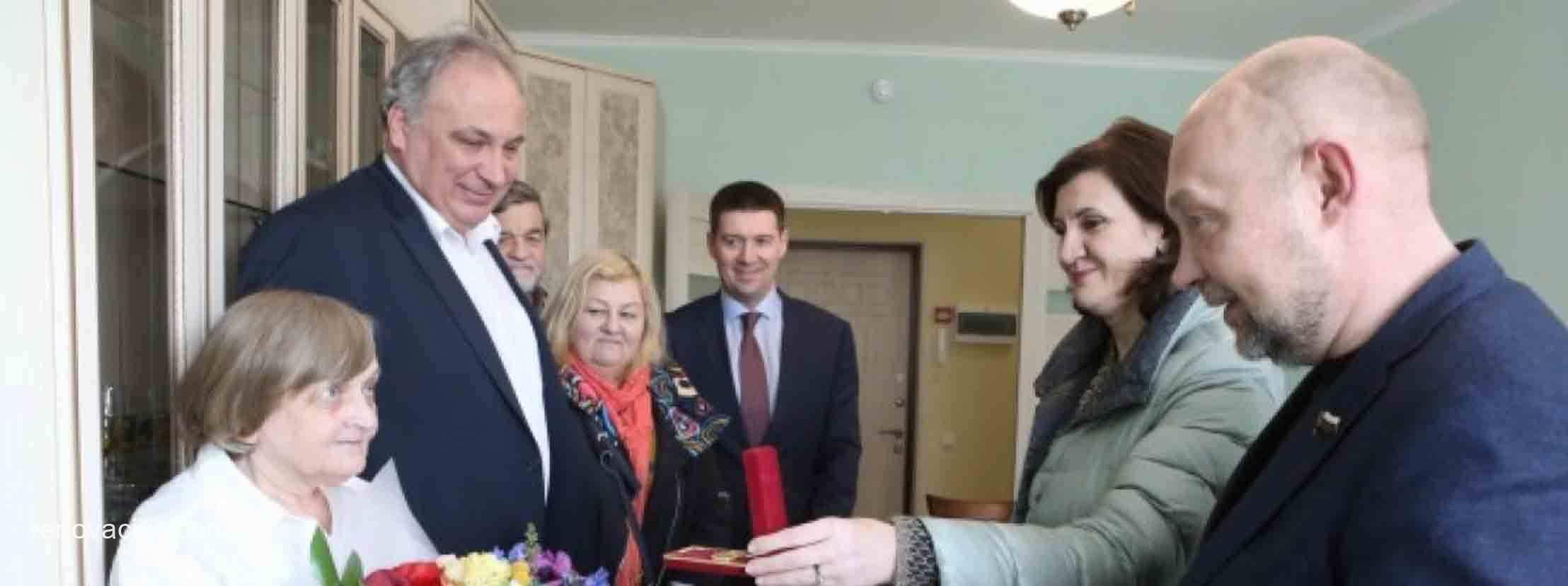 Галина Гераничева отметила 80-летие в новой квартире